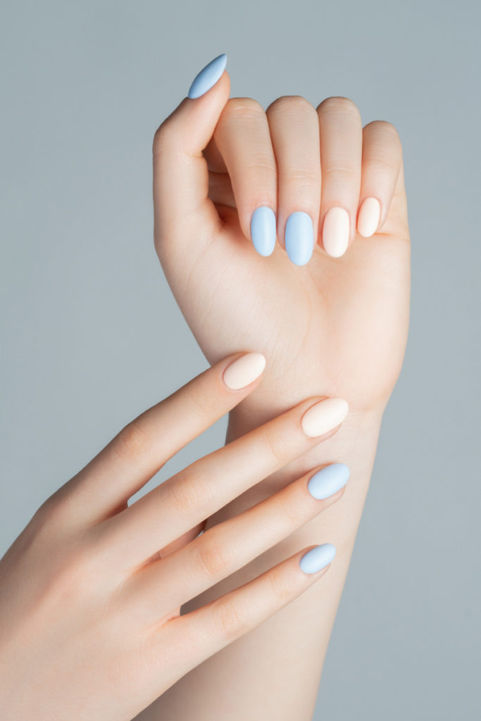 La manicure semipermanente opaca passo dopo passo